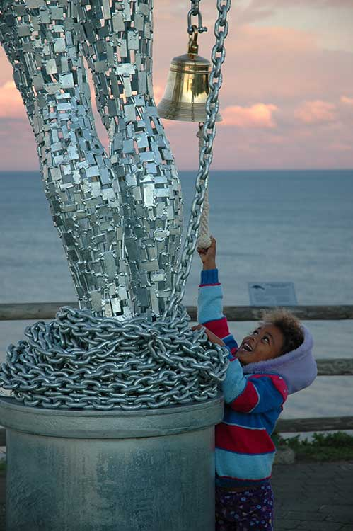 Argestes-Aqua-by-Andy-Scott,-artsCape-Byron-Bay-2005-4